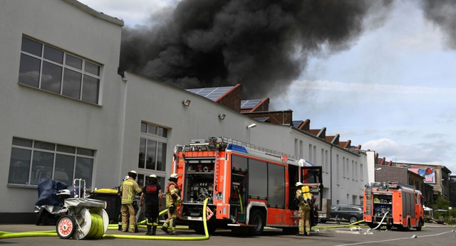 Cháy chợ Đồng Xuân của người Việt Nam tại Đức - 1