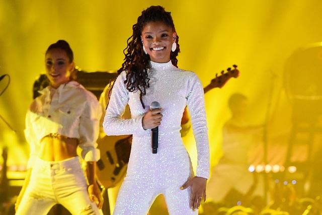 Disney gây sửng sốt khi giao vai nàng tiên cá cho nữ ca sĩ 19 tuổi - 3