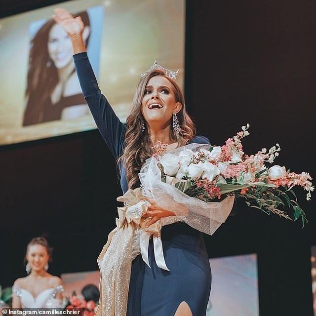 Cử nhân chuyên ngành hóa sinh trở thành Hoa hậu với phần thi tài năng lạ lẫm - 3