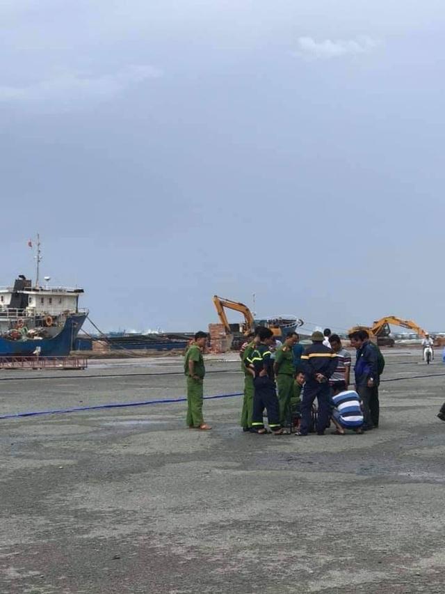 Dự kiến hôm nay sẽ hoàn thành giải cứu tàu dầu chìm trên biển Bình Thuận - 3