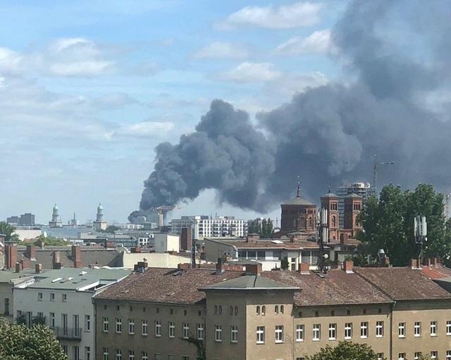 Cháy chợ Đồng Xuân của người Việt Nam tại Đức - 2