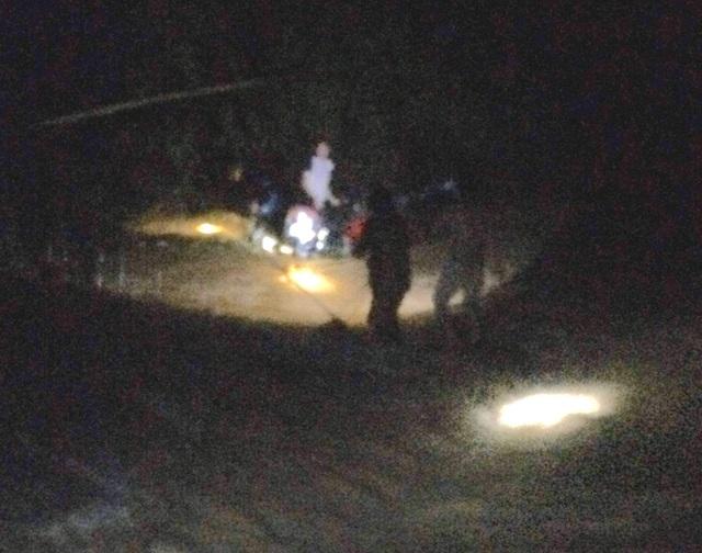 Người đàn ông may mắn thoát chết khi bị nước lũ cuốn trôi trong đêm - 2