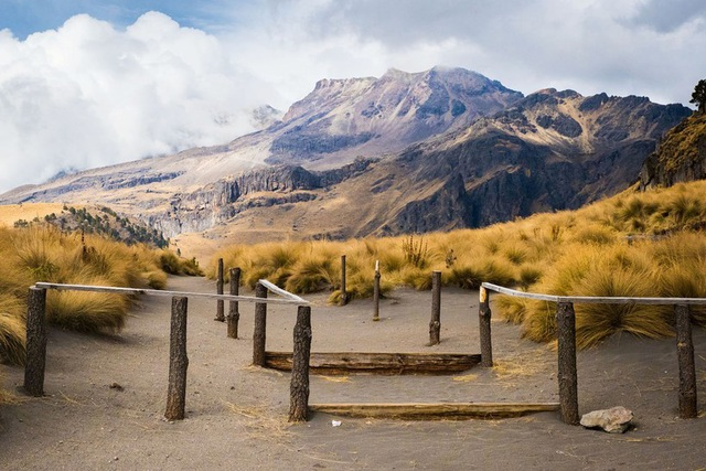 Những ngọn núi lửa cao nhất thế giới - 2