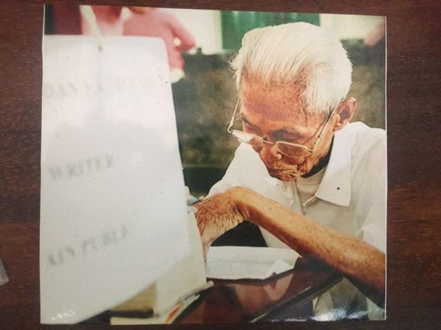 Cụ ông 89 tuổi gần 30 năm đạp xe đi viết thư thuê ở bưu điện Sài Gòn - 3