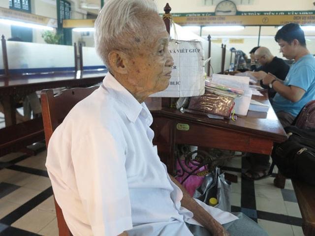 Cụ ông 89 tuổi gần 30 năm đạp xe đi viết thư thuê ở bưu điện Sài Gòn - 4