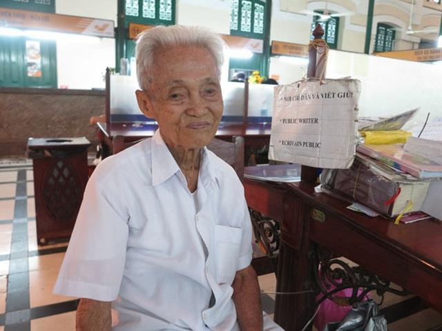 Cụ ông 89 tuổi gần 30 năm đạp xe đi viết thư thuê ở bưu điện Sài Gòn - 6