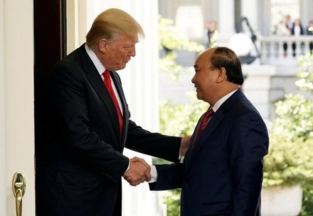 Thủ tướng Nguyễn Xuân Phúc và Tổng thống Donald Trump trao đổi gì bên lề G20? - 1