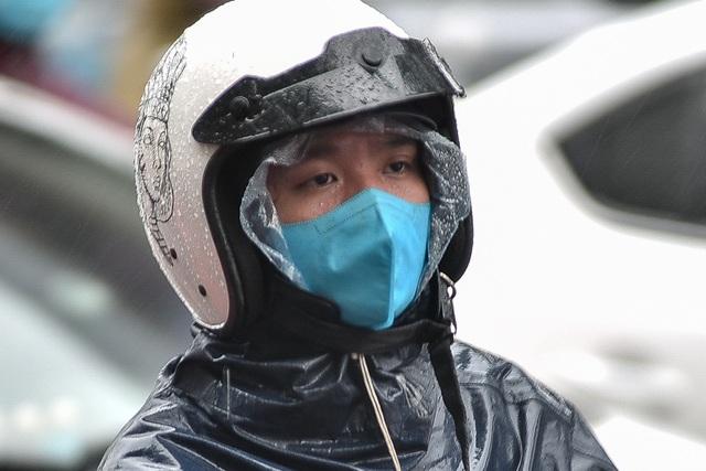 Hà Nội: Tắc đường nghiêm trọng do ảnh hưởng mưa bão - 9