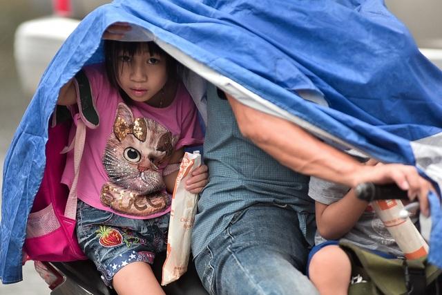 Hà Nội: Tắc đường nghiêm trọng do ảnh hưởng mưa bão - 4