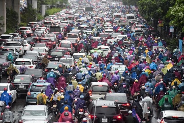Hà Nội: Tắc đường nghiêm trọng do ảnh hưởng mưa bão - 2