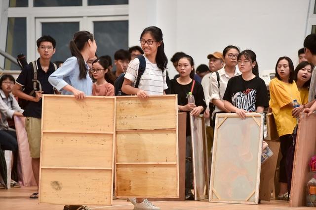 Sĩ tử đội mưa đi thi năng khiếu Trường ĐH Kiến trúc Hà Nội - 11