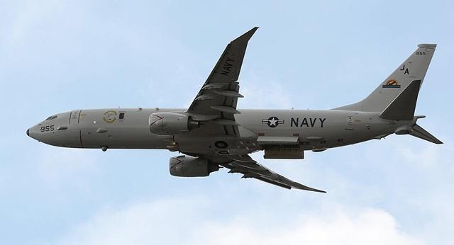 """Khoảnh khắc máy bay Nga chặn """"sát thủ săn ngầm"""" của Mỹ tiếp cận Crimea - 1"""