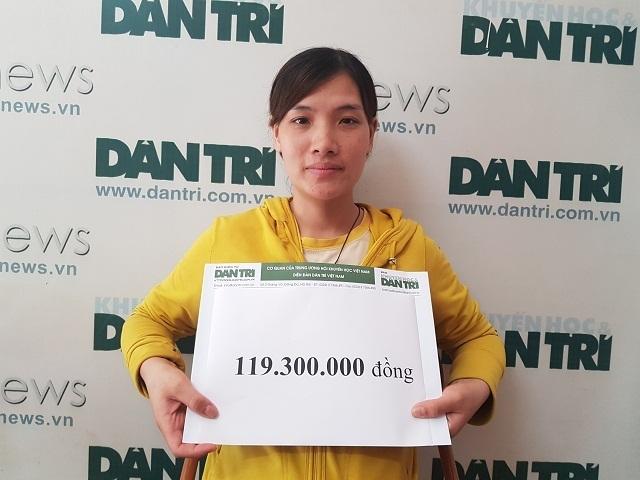 Bạn đọc Dân trí giúp đỡ mẹ trẻ ôm 2 con song sinh bại não gần 120 triệu đồng - 2