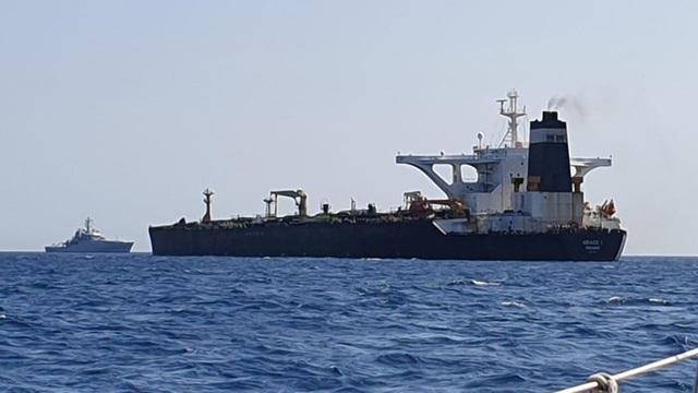Anh bắt siêu tàu chở dầu Iran theo yêu cầu của Mỹ, Tehran nổi giận - 1