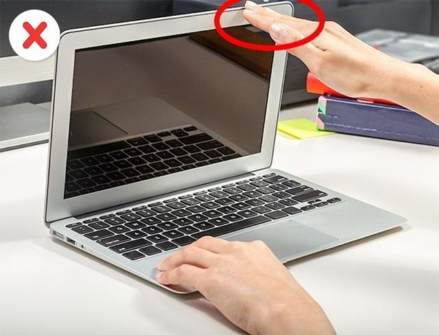 8 sai lầm thường mắc phải khi sử dụng laptop - 4