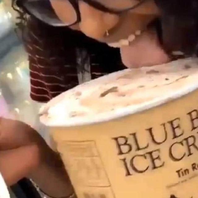 Mỹ: Cô gái đối mặt án tù 20 năm vì liếm trộm kem trong siêu thị - 1