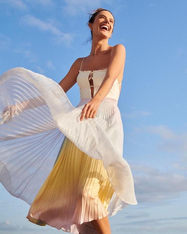 Alessandra Ambrosio diện váy xẻ cao khoe dáng cuốn hút - 10
