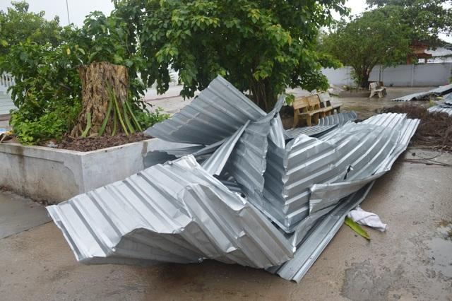 Gần chục người bị thương, nhiều ngôi nhà hư hại vì lốc xoáy - 3