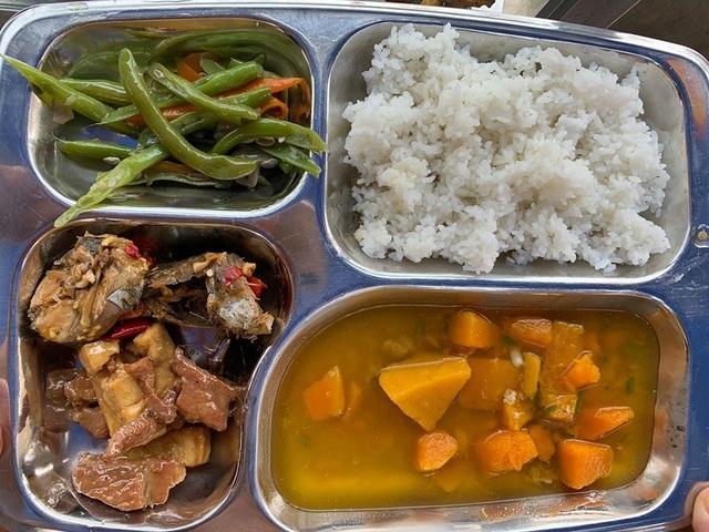 Quảng Ngãi:  Đi chợ trên facebook, nấu cơm miễn phí cho người nghèo - 2