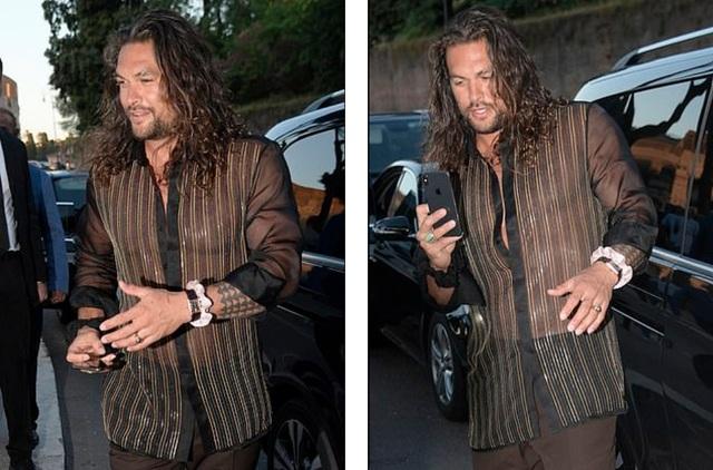Vua Thủy Tề Jason Momoa mặc áo xuyên thấu đi xem thời trang cùng vợ U60 - 3