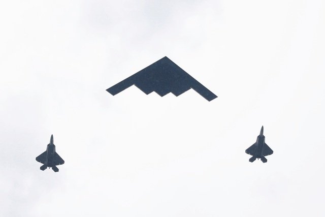 Dàn máy bay quân sự phô diễn sức mạnh kỷ niệm Quốc khánh Mỹ - 13