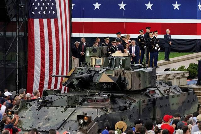 Dàn máy bay quân sự phô diễn sức mạnh kỷ niệm Quốc khánh Mỹ - 14