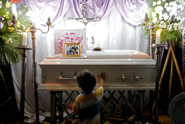 Diễn đàn rao vặt: Philippines chấn động vụ em bé 3 tuổi Phil-1562311523395
