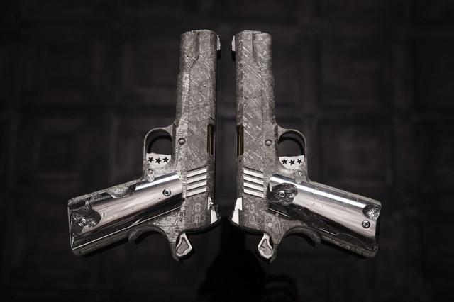 Rao bán khẩu súng được làm từ thiên thạch hàng tỷ năm tuổi giá 35 tỷ đồng - 2