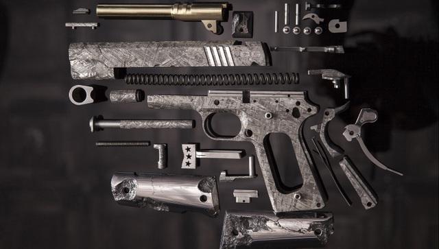 Rao bán khẩu súng được làm từ thiên thạch hàng tỷ năm tuổi giá 35 tỷ đồng - 3