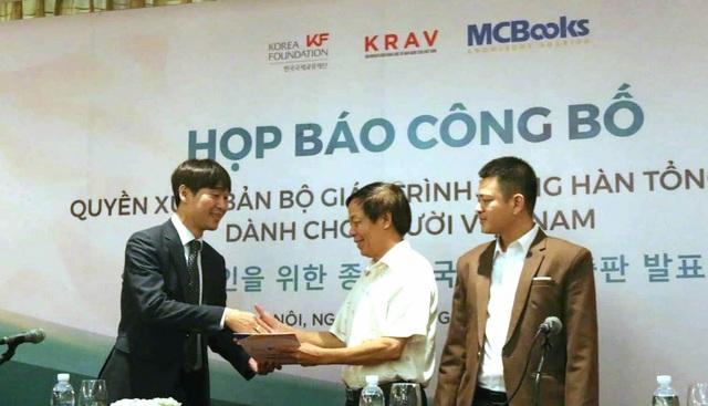 Chính phủ Hàn Quốc chuyển giao quyền xuất bản sách tiếng Hàn cho Việt Nam - 1