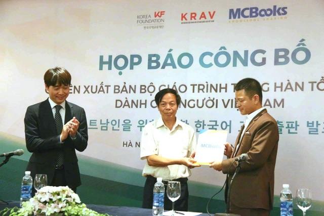Chính phủ Hàn Quốc chuyển giao quyền xuất bản sách tiếng Hàn cho Việt Nam - 2