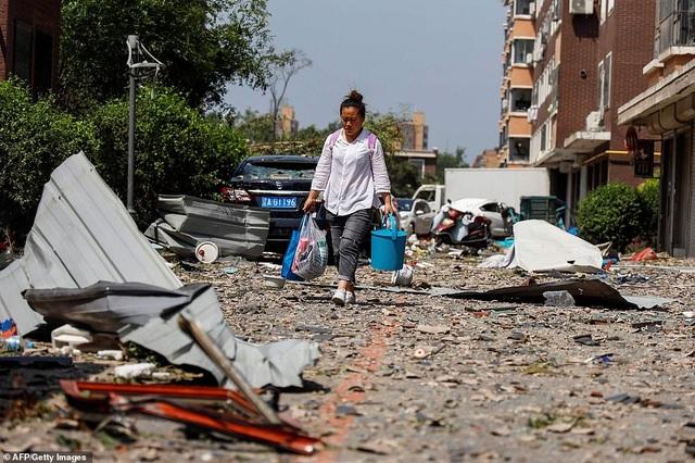 """Thành phố Trung Quốc đổ nát như """"ngày tận thế"""" sau khi vòi rồng càn quét - 8"""