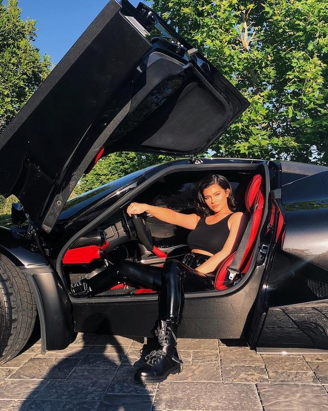 Dàn siêu xe ấn tượng của Kylie Jenner - 3