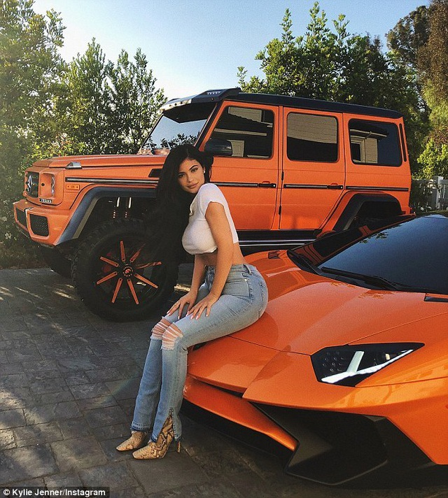 Dàn siêu xe ấn tượng của Kylie Jenner - 8