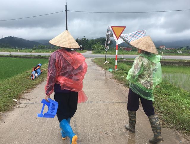 Hà Nội: Người dân mở cửa bãi rác Nam Sơn sau gần 1 tuần chặn xe rác - 4