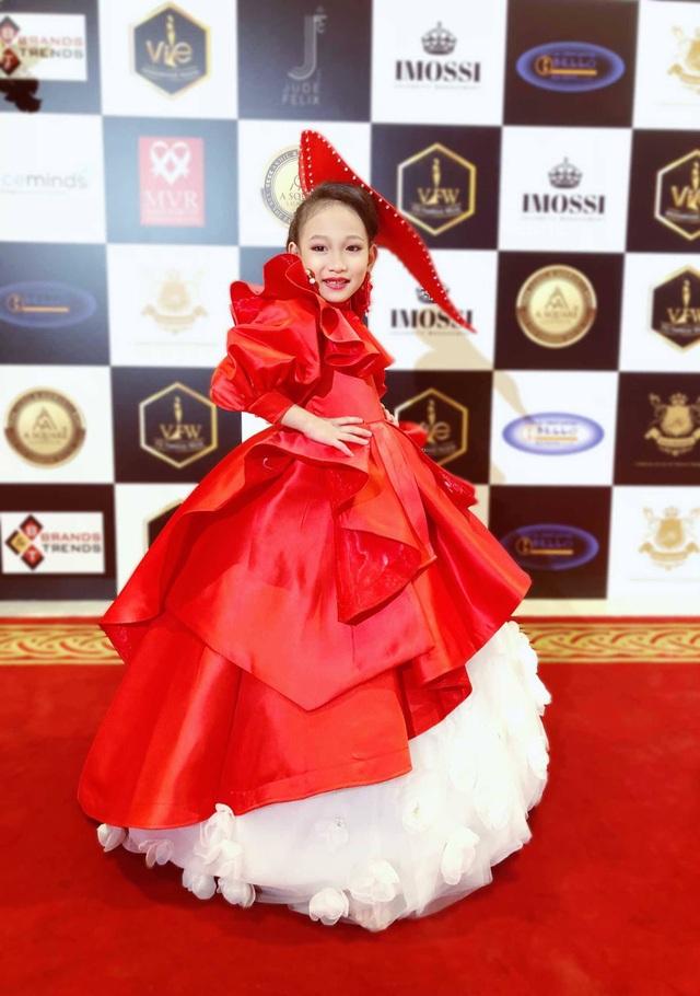 Chân dung mẫu nhí gốc Việt tự tin sải bước trên sàn diễn Dubai - 5