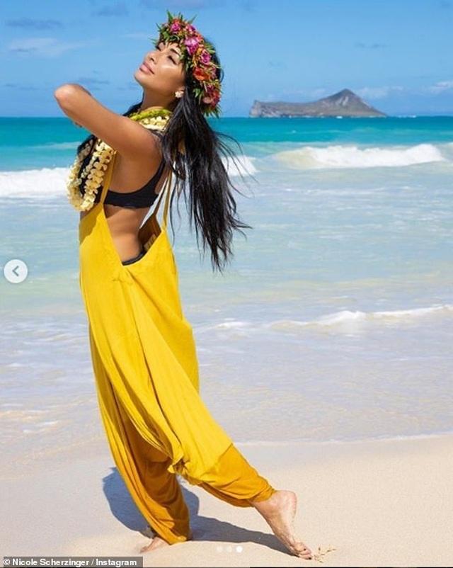 Nicole Scherzinger bốc lửa trên biển Hawaii - 8