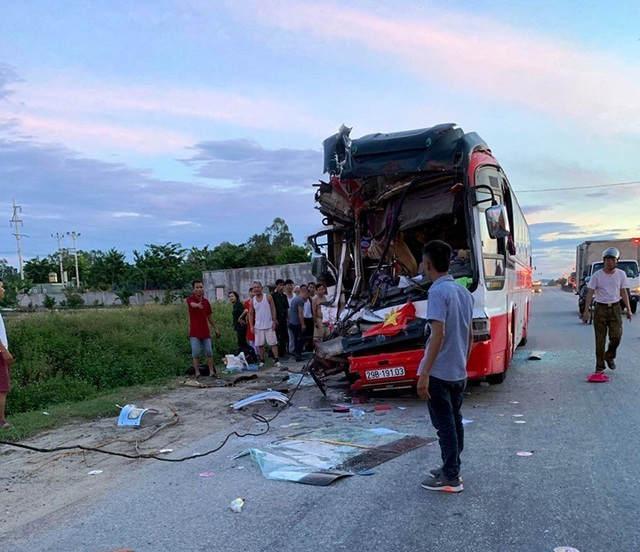 Đoàn du khách đi nghỉ mát gặp nạn, 1 người chết, 14 người bị thương - 2