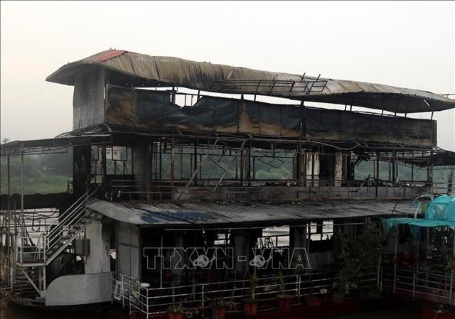 Hỏa hoạn thiêu rụi nhà hàng du thuyền trên sông Lô - 2