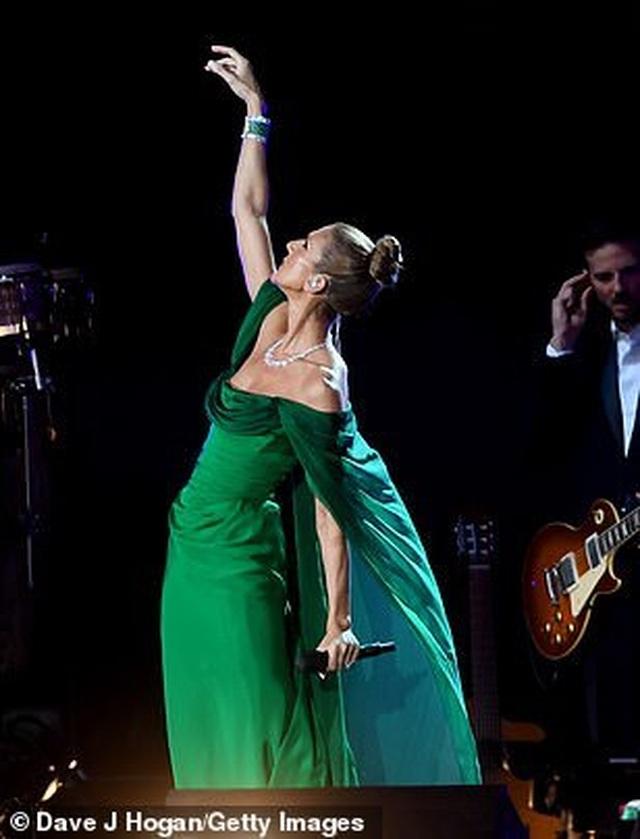 Celine Dion tràn đầy năng lượng trên sân khấu - 7