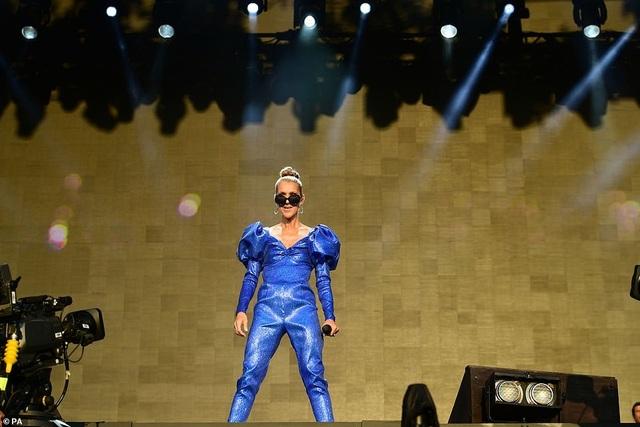 Celine Dion tràn đầy năng lượng trên sân khấu - 1