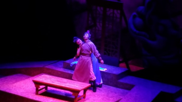 Cảnh nóng trên sân khấu cải lương: Liều lượng đủ độ, khán giả không sốc! - 2