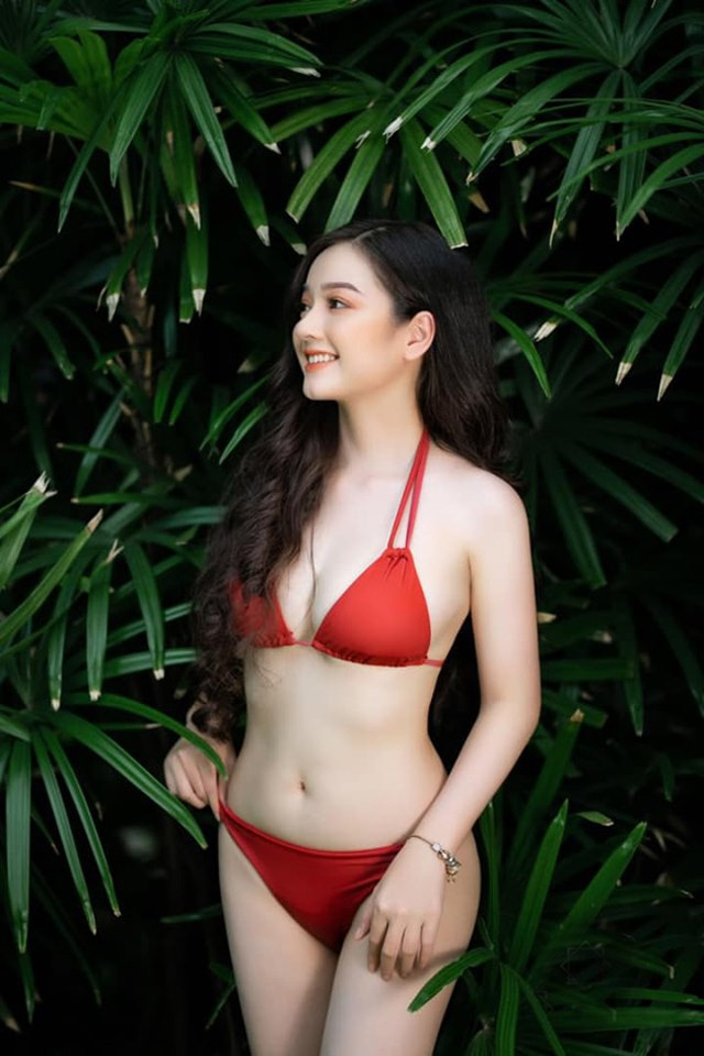 Cô gái mặc áo dài đẹp như Mai Phương Thúy khi diện bikini lại bốc lửa không ngờ - 3