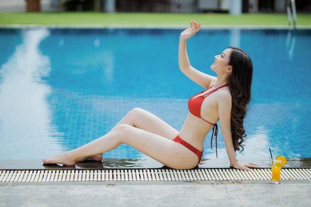 Cô gái mặc áo dài đẹp như Mai Phương Thúy khi diện bikini lại bốc lửa không ngờ - 5