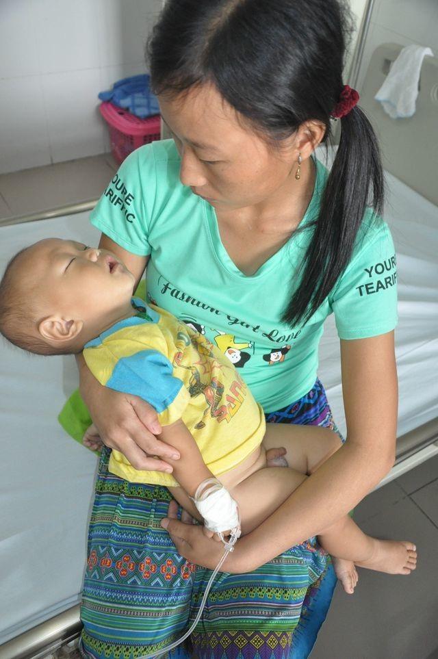 Bạn đọc Dân trí giúp đỡ cậu bé dân tộc Vàng A Hưởng hơn 209 triệu đồng - 1