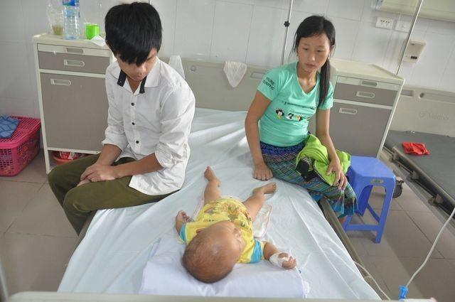 Bạn đọc Dân trí giúp đỡ cậu bé dân tộc Vàng A Hưởng hơn 209 triệu đồng - 2