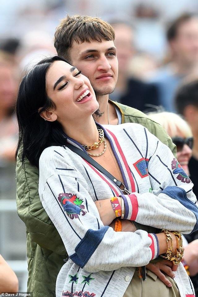 Dua Lipa hẹn hò với em trai Gigi Hadid - 1