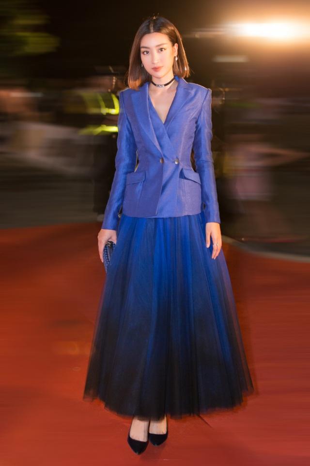Dàn trai tài, gái sắc sải bước trên thảm đỏ Miss World Việt Nam 2019 - 3