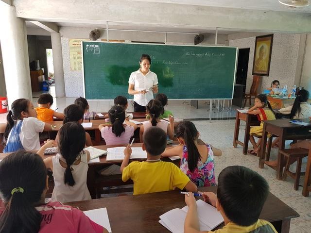 Ngôi chùa làng 16 năm mở lớp dạy học miễn phí cho học sinh - 2