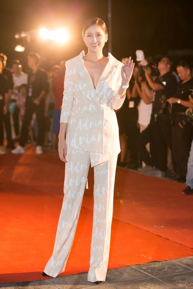 Dàn trai tài, gái sắc sải bước trên thảm đỏ Miss World Việt Nam 2019 - 14